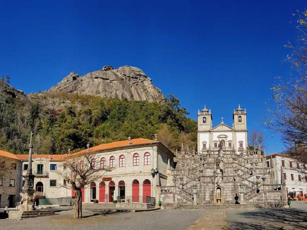 Bispo Anacleto Oliveira eleva templo da Senhora da Peneda a Santuário