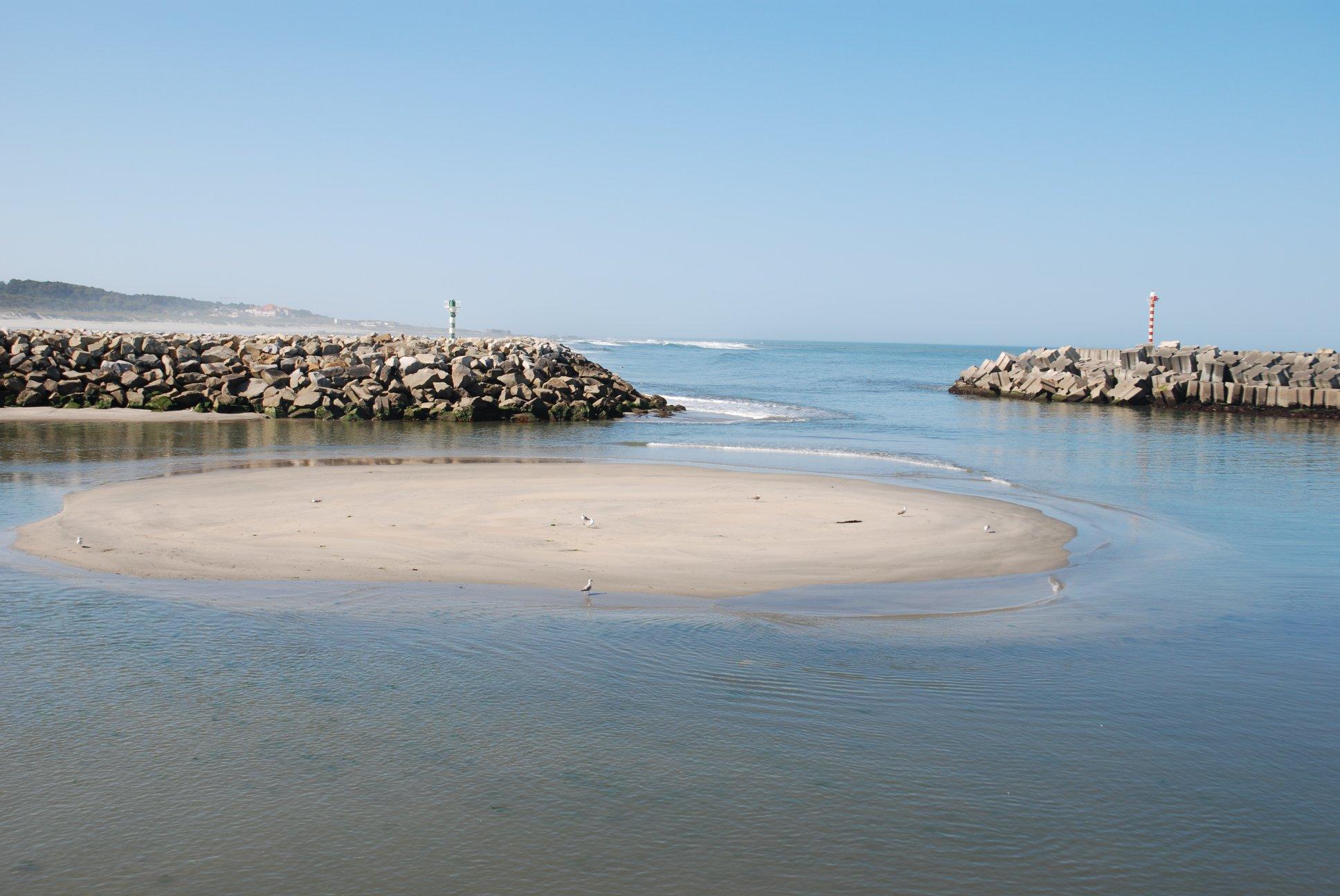 Com vídeo: Pescadores de Vila Praia de Âncora dizem que acidentes e morte espreitam a cada entrada e saída do portinho