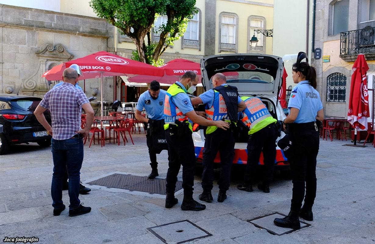 Dono do Bar República agredido na cabeça com réplica de arma de fogo por outro empresário e pelos dois filhos