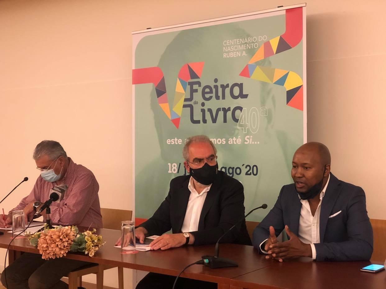 """Lançamento da reedição do livro """"A Torre da Barbela"""" de Ruben A. abre 40ª edição da feira do livro de Viana"""