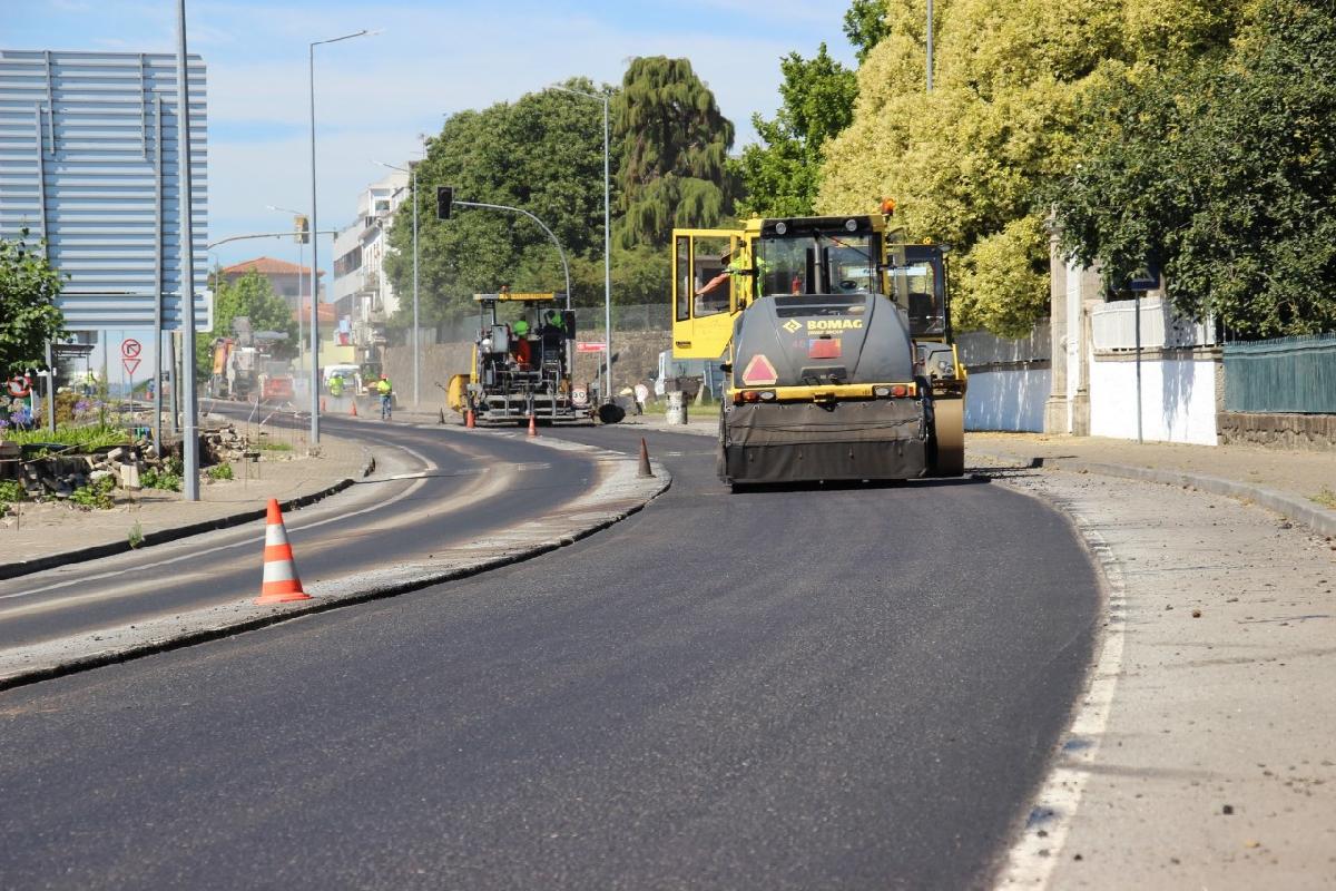Infraestruturas de Portugal executa trabalhos de repavimentação e limpeza ao longo da EN13