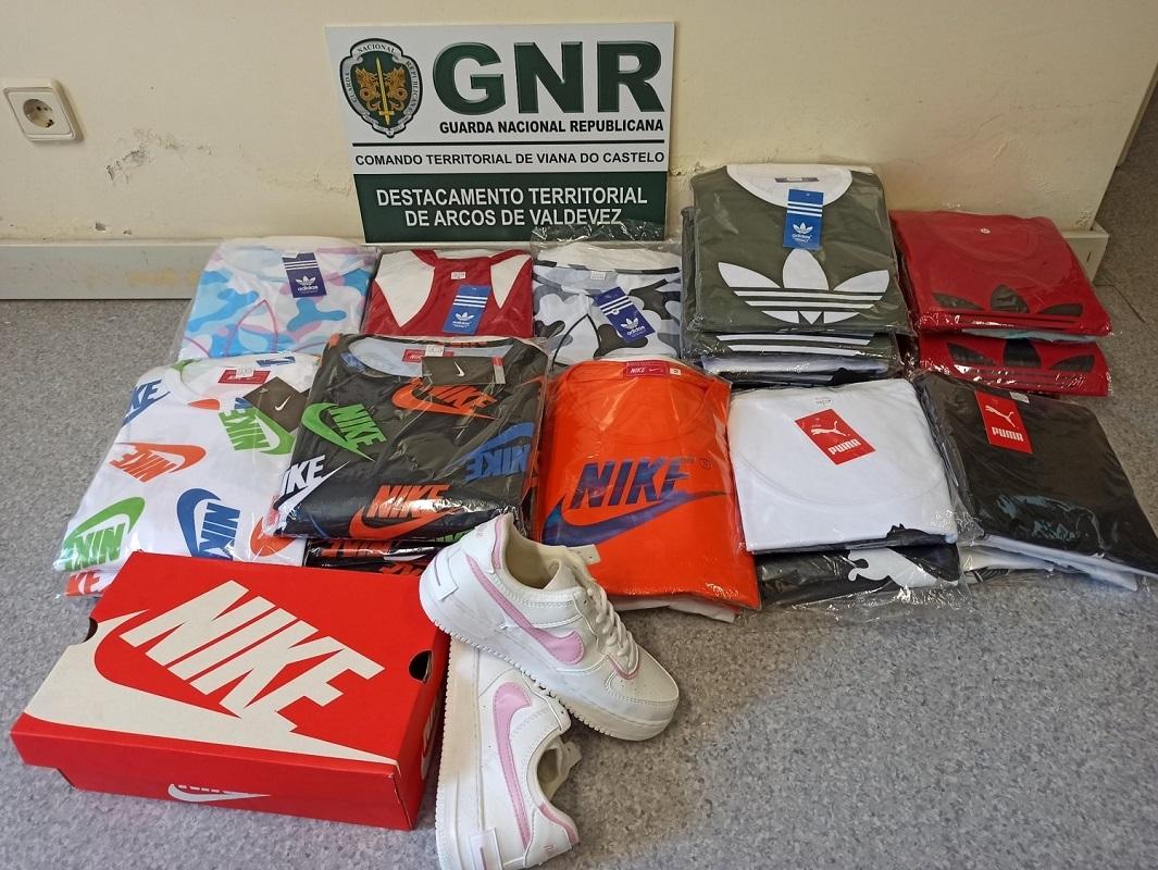 Mulher de 35 anos apanhada em Ponte de Lima com 40 peças de vestuário contrafeitas