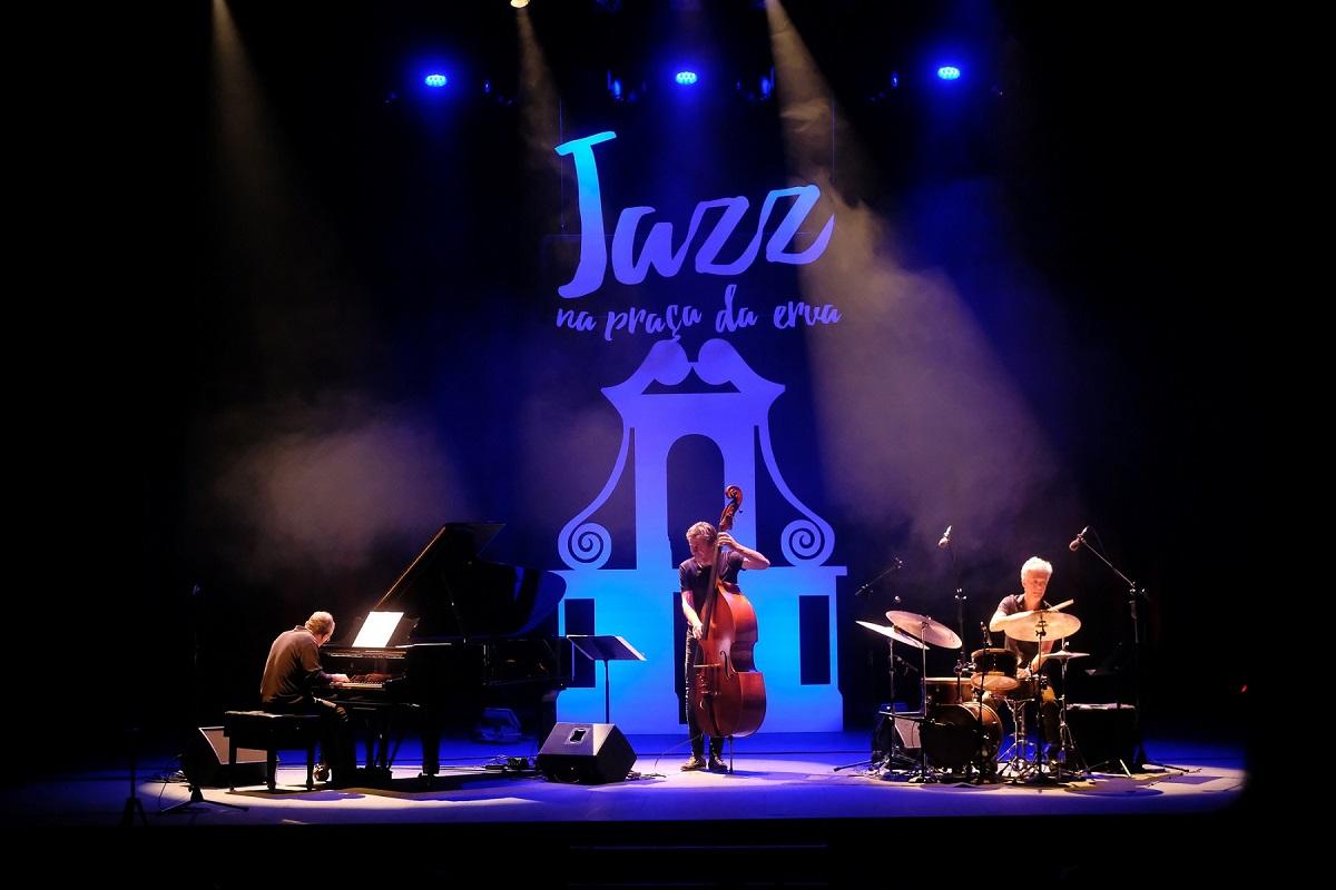 Jazz na Praça da Erva conquistou público que esgotou Teatro Municipal Sá de Miranda