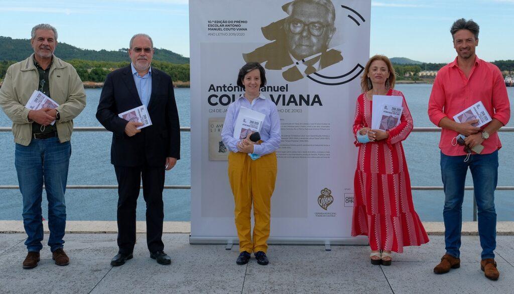 """Varanda da Biblioteca Municipal encheu-se de talento na apresentação do livro """"Prémio Escolar António Manuel Couto Viana"""""""
