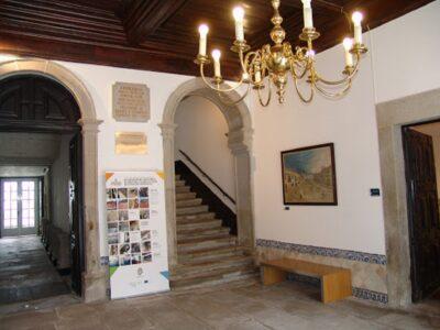 """Exposição de pintura """"Pintar a Festa"""" apresenta olhares de 19 artistas que pintaram a Romaria d'Agonia"""