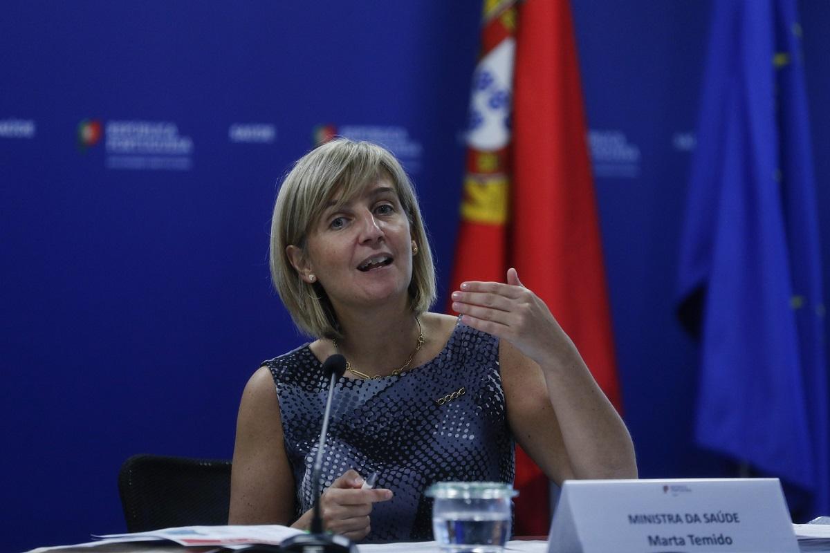 Ministra da Saúde anuncia contratação de 950 médicos para o SNS