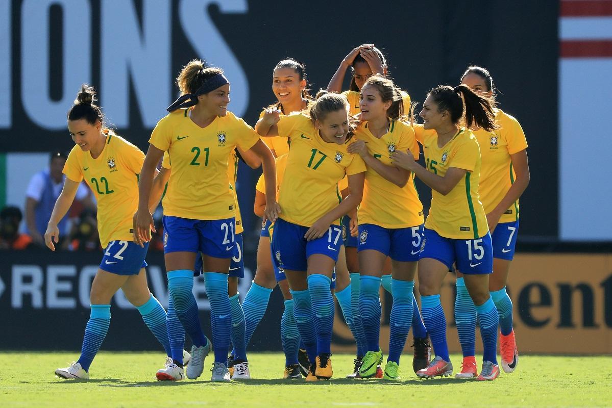 Brasil anuncia igualdade salarial entre homens e mulheres na seleção de futebol