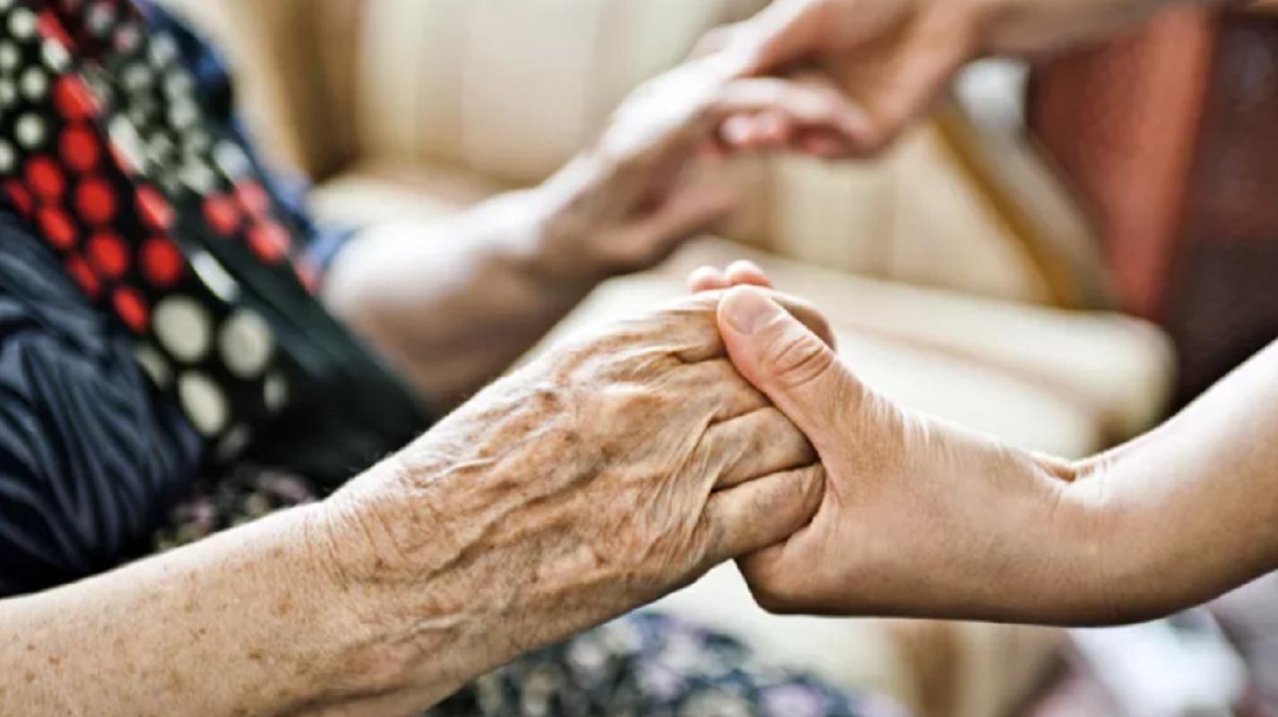Governo cria linha telefónica de apoio aos lares de idosos