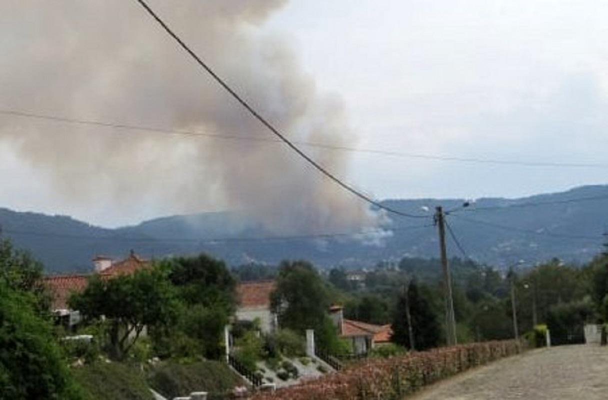 Incêndios ativos em Viana do Castelo mobilizam 113 operacionais, 34 veículos e três meios aéreos