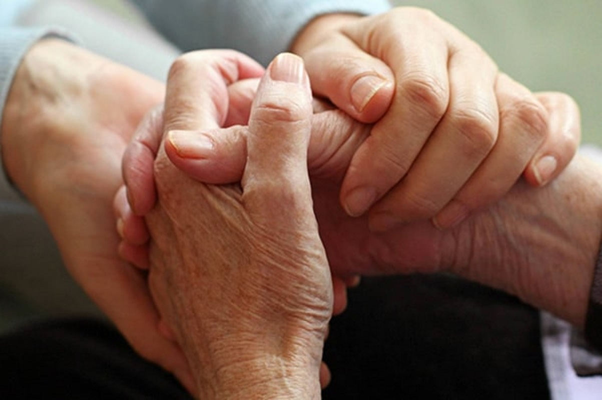 """DGS admite visitas aos lares de idosos """"uma vez por semana"""""""