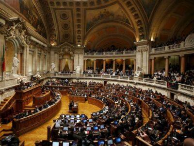 "Eutanásia: Referendo ""chumbado"" no parlamento"