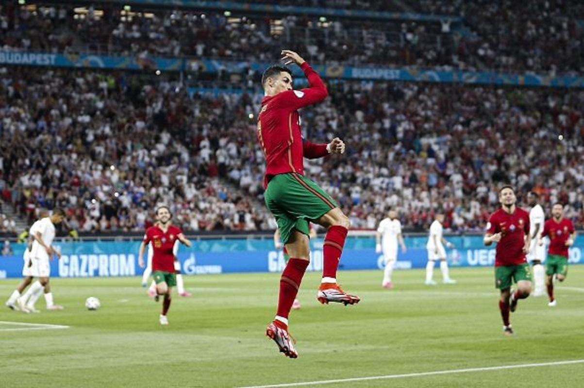 Cristiano Ronaldo é a personalidade mais bem paga das redes sociais