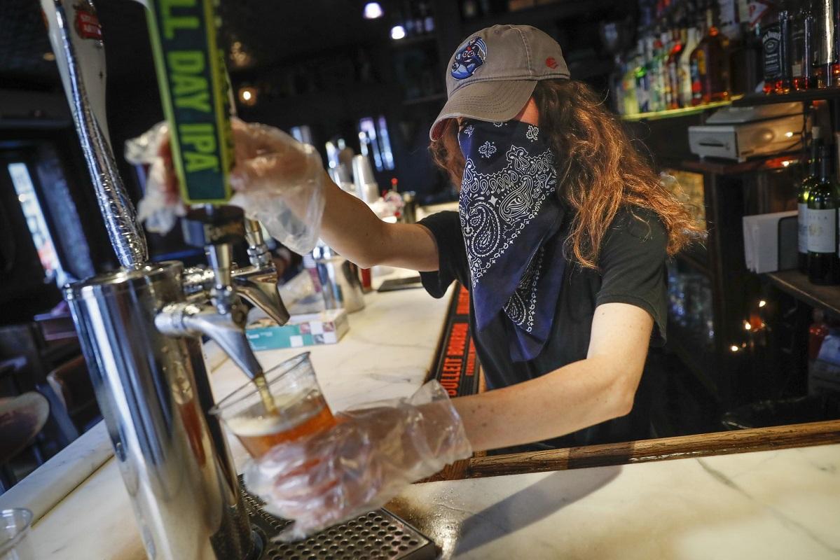 Covid-19: Bares podem reabrir no domingo com regras dos restaurantes