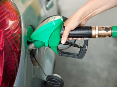 Famílias recebem 10 cêntimos por litro de combustível até 50 litros mês