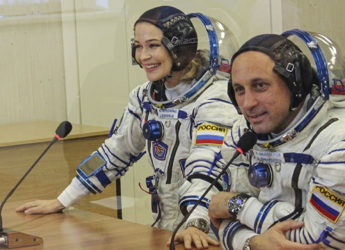 Atriz e realizador russos descolam para filmar primeiro filme no espaço